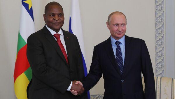 Президент РФ Владимир Путин и президент Центральноафриканской Республики Фостен Арканж Туадера во время встречи. 23 мая 2018