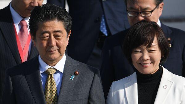 Премьер-министр Японии Синдзо Абэ с супругой Акиэ