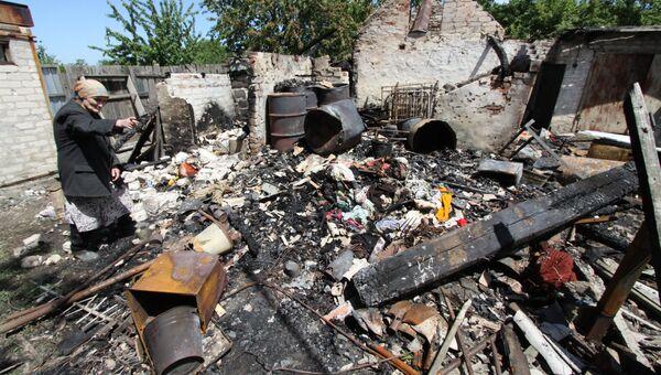 Последствия обстрела жилого дома в Донбассе. Архивное фото