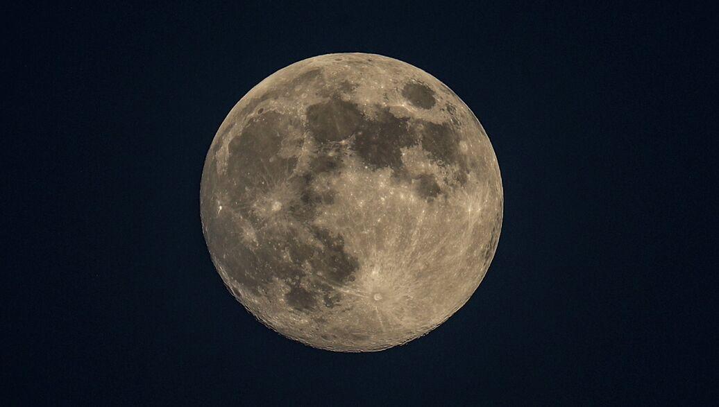 Китайский спутник-ретранслятор вышел на точку L2 над обратной стороной Луны