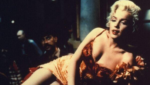 Актриса Мэрилин Монро на съемках фильма Река, не текущая вспять