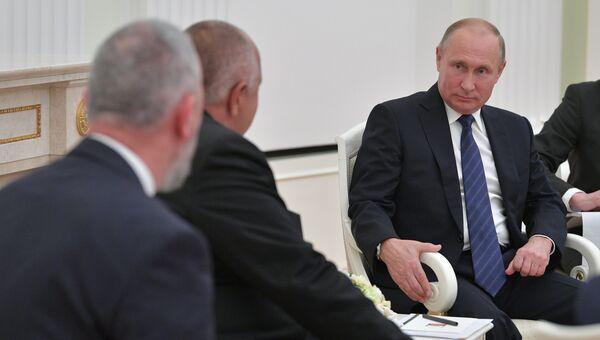 Президент РФ Владимир Путин во время встречи с премьер-министром Болгарии Бойко Борисовым. 30 мая 2018
