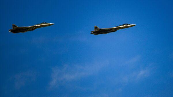 Многофункциональные истребители пятого поколения Су-57. Архивное фото