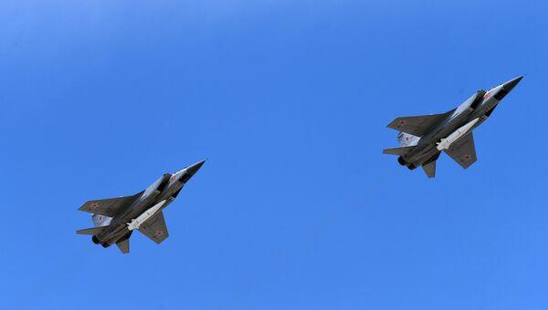 Многоцелевые истребители МиГ-31 с гиперзвуковыми ракетами Кинжал. Архивное фото