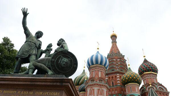Собор Василия Блаженного и памятник Минину и Пожарскому в Москве