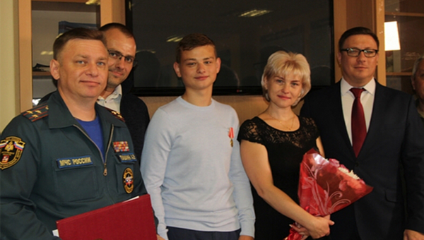 17-летний житель Подмосковья Никита Калеманов награжден медалью За отвагу на пожаре