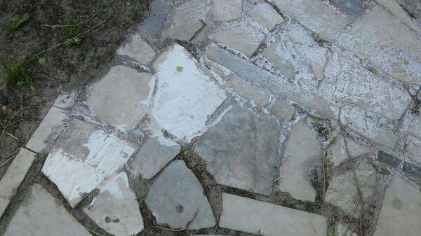 Тротуар на улице Радищева в Ульяновске частично вымостили фрагментами надгробных плит