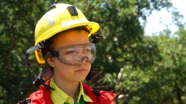 Эковолонтер Артека в форме пожарного