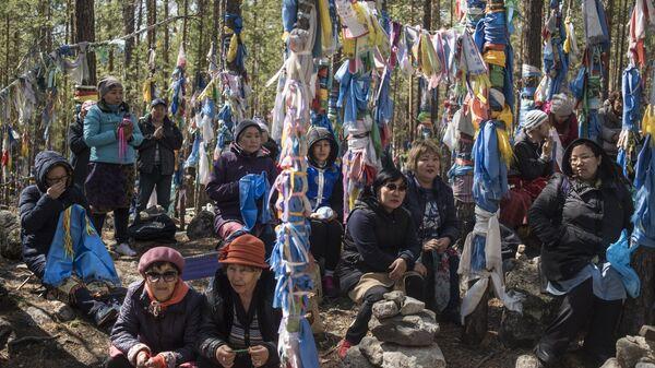 Паломники Баргузинского дацана в Бурятии