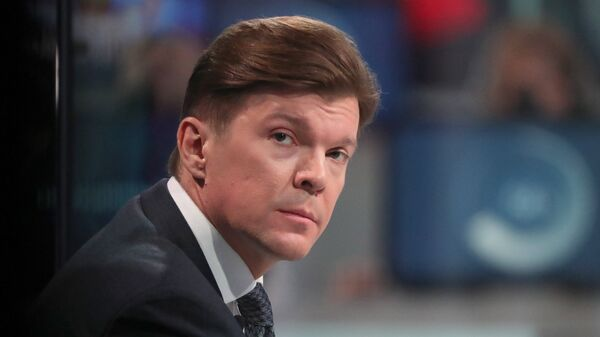 Телеведущий Первого канала Кирилл Клейменов во время ежегодной специальной программы Прямая линия с Владимиром Путиным. 7 июня 2018