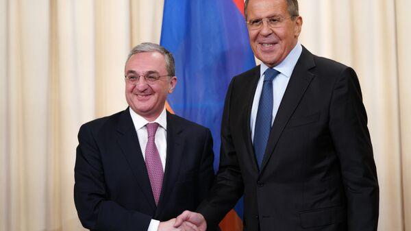 Министр иностранных дел России Сергей Лавров и министр иностранных дел Армении Зограб Мнацаканян во время встречи. 7 июня 2018