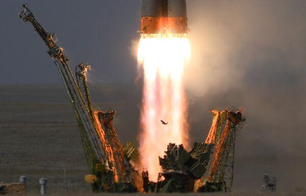 Пуск ракеты-носителя Союз-ФГ с пилотируемым кораблем Союз МС-09 со стартового стола первой Гагаринской стартовой площадки космодрома Байконур