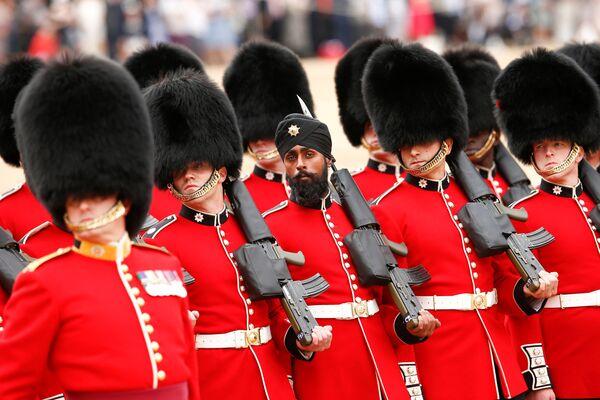 Репетиция парада ко дню рождения королевы Великобритании Елизаветы II в Лондоне. 2 июня 2018 года