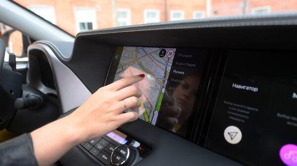 Приборная панель автомобиля на базе Toyota RAV4 с платформой Яндекс.Авто