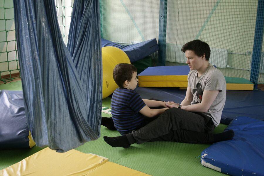 Занятие в центре реабилитации инвалидов Наш солнечный мир