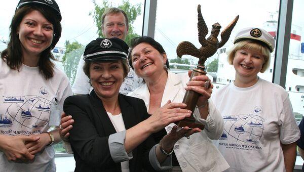 Директор музея Светлана Сивкова (вторая слева) и сотрудники Музея Мирового океана