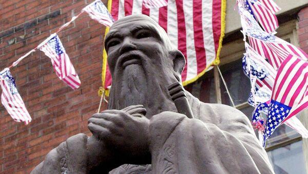 Статуя китайского философа Конфуция в китайском квартале Бостона. Архивное фото
