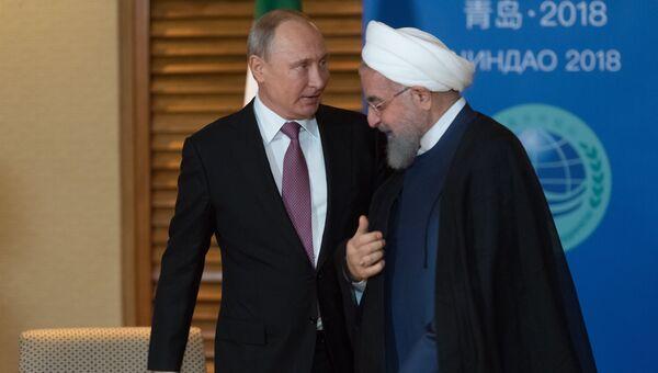 Владимир Путин и президент Ирана Хасан Роухани во время встречи на полях саммита ШОС. 9 июня 2018