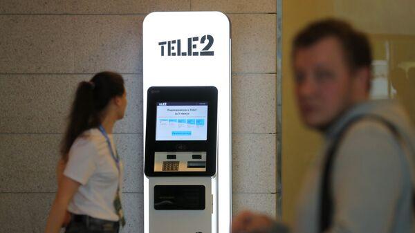 Автомат для продажи сим-карт с распознаванием лиц, установленный Tele2 в зоне прилета аэропорта Внуково