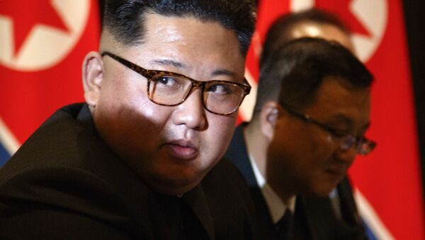 Лидер КНДР Ким Чен Ын во время встречи с президентом США Дональдом Трампом в Сингапуре. 12 июня 2018