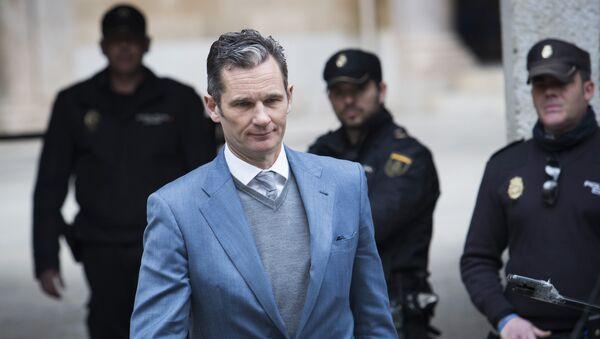 Бывший олимпийский гандболист и муж испанской инфанты Кристины Иньяки Урдангарина покидает здание суда в Пальма-де-Майорке