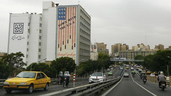 Здание с антиамериканским лозунгом в Тегеране
