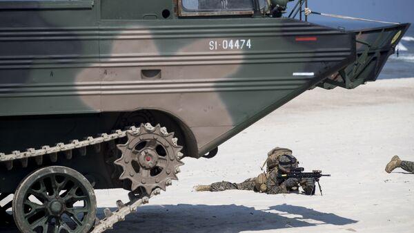 Американские морпехи во время военных учений Baltops 2018 недалеко от Немирсеты в Клайпедском районе, Литва. 4 июня 2018