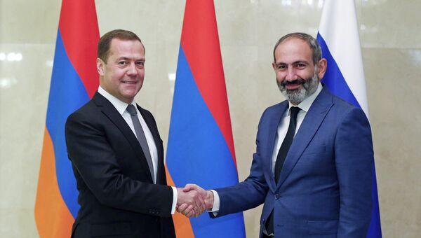 Дмитрий Медведев и премьер-министр Армении Никол Пашинян во время встречи. 14 июня 2018