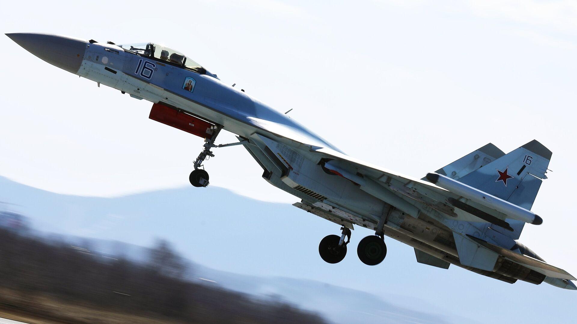 Истребитель Су-35 на соревнованиях военных летчиков Авиадартс-2018 в Приморье - РИА Новости, 1920, 13.08.2019