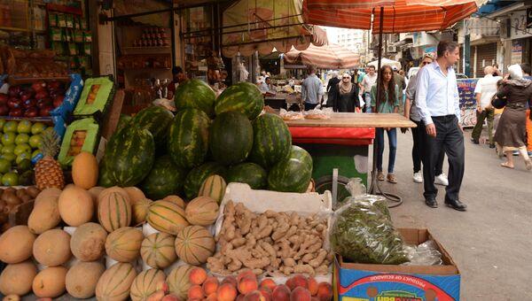Овощи и фрукты на рынке в Дамаске, Сирия. 13 июня 2018