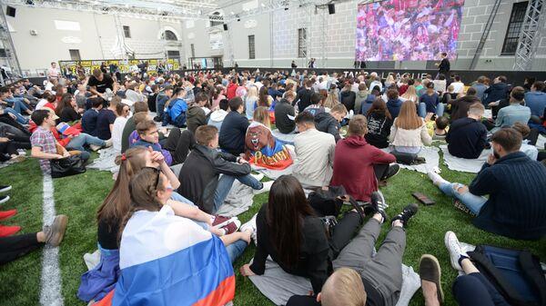 Трансляция матча открытия Чемпионата мира по футболу во дворе Музея Москвы