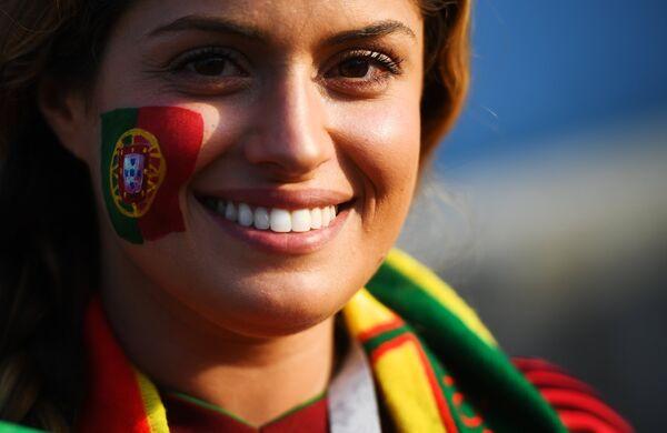 Болельщица сборной Португалии перед матчем группового этапа чемпионата мира по футболу между сборными Португалии и Испании