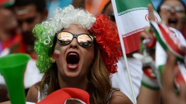 Болельщица сборной Ирана перед началом матча группового этапа чемпионата мира по футболу между сборными Марокко и Ирана