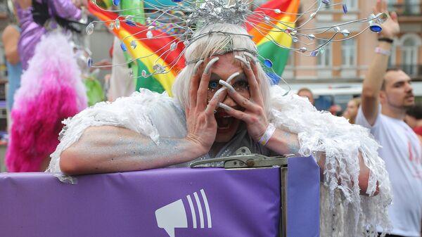 Участник Марша равенства в поддержку ЛГБТ сообщества в Киеве