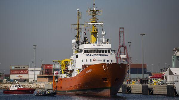 Судно Aquarius с мигрантами на борту в порту Валенсии, Испания. 17 июня 2018