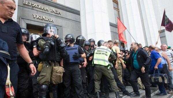 Акция протеста у здания Верховной рады Украины в Киеве. 19 июня 2018