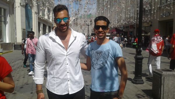 Омар и Ахмед на Никольской улице в Москве