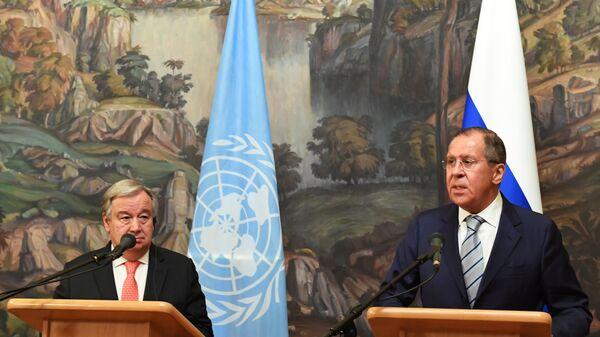 Генеральный секретарь ООН Антониу Гутерреш и министр иностранных дел РФ Сергей Лавров на пресс-конференции в Москве.