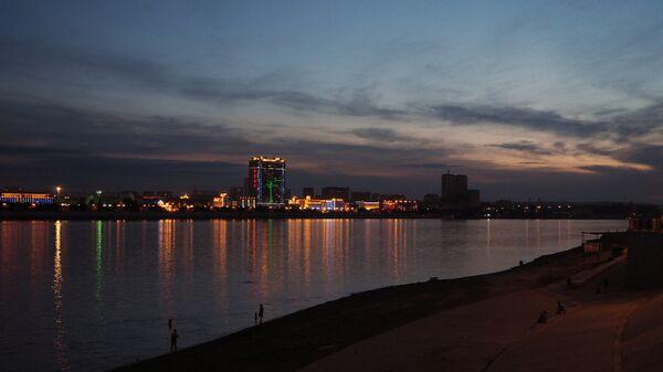 Вид на китайский город Хэйхэ с набережной реки Амур