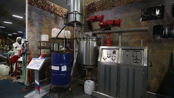 Установка для кустарной наработки взрывчатых и отравляющих веществ на выставочной экспозиции, посвященной локальному конфликту в Сирии