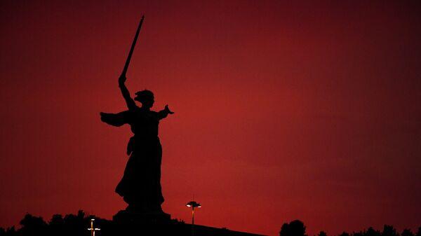 Скульптура Родина-мать зовет! на Мамаевом кургане в Волгограде