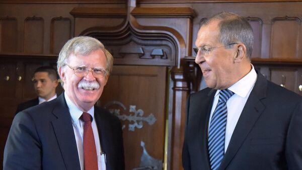 Министр иностранных дел РФ Сергей Лавров и советник президента США по национальной безопасности Джон Болтон. Архивное фото
