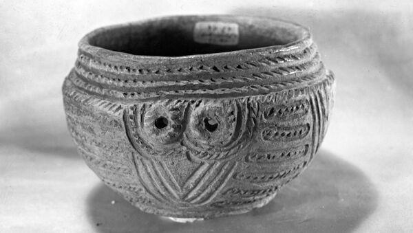 Керамический сосуд, найденный в захоронениях в селе Перещепино, Днепропетровской области. Ямная культура