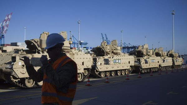 Военная техника США после разгрузки в порту Гданьска, Польша