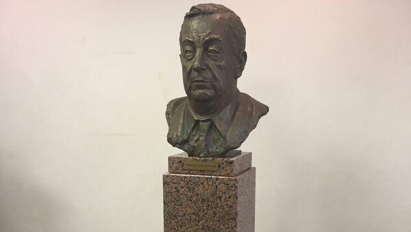 В МГИМО открыли бюст Евгения Примакова