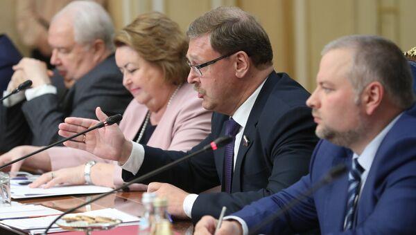 Председатель комитета Совета Федерации РФ по международным делам Константин Косачев во время встречи членов Совета Федерации РФ с делегацией Конгресса США