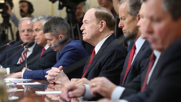 Ричард Шелби во время встречи членов Совета Федерации РФ с делегацией Конгресса США. 3 июля 2018