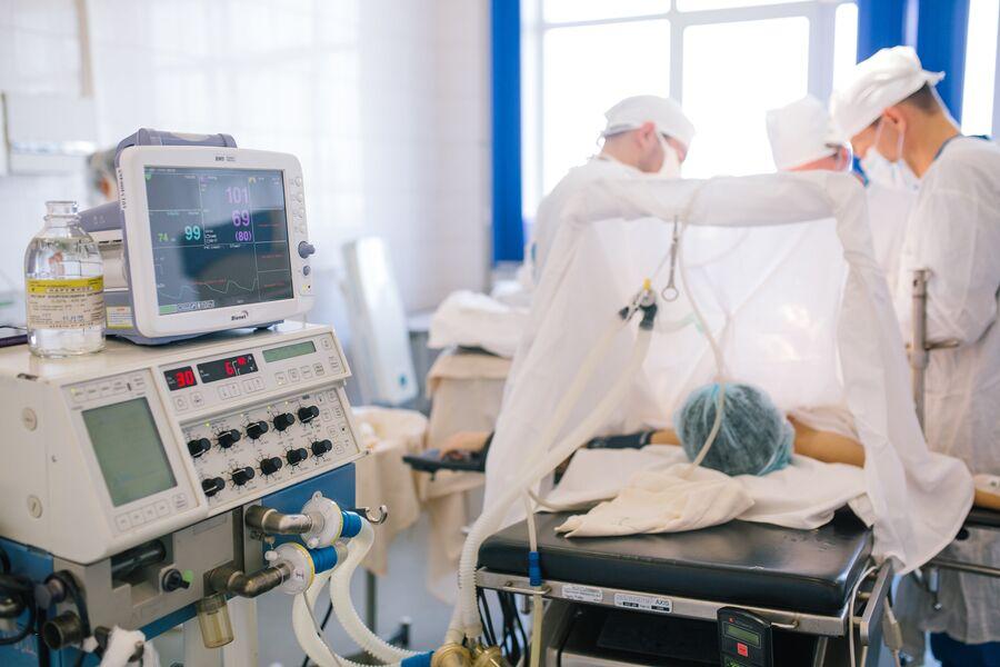 Операция по удалению злокачественной опухоли в онкологическом диспансере