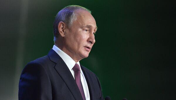 Президент РФ Владимир Путин выступает на Международном конгрессе Сбербанка России по кибербезопасности. 6 июля 2018