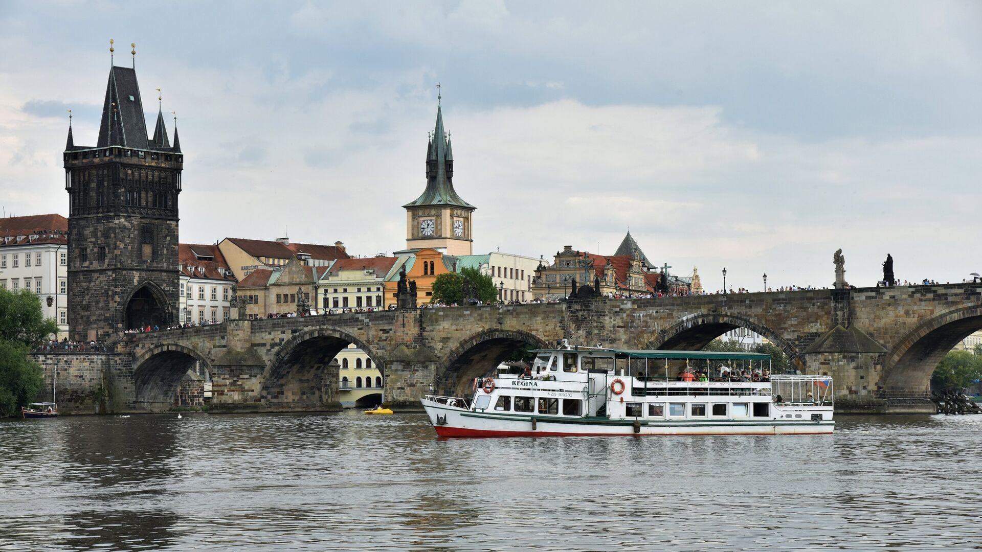 Карлов мост и Староместская мостовая башня в Праге - РИА Новости, 1920, 04.03.2021